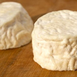 Refined goat milk cheese from Grangeneuve