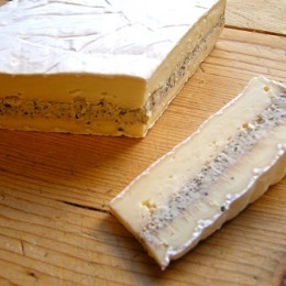 Brie with pepper and cognac